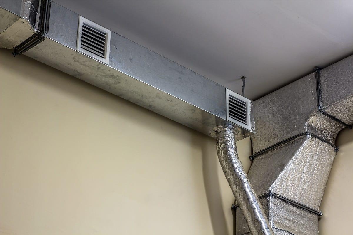 夏季,车间需要安装除尘、冷却和通风设